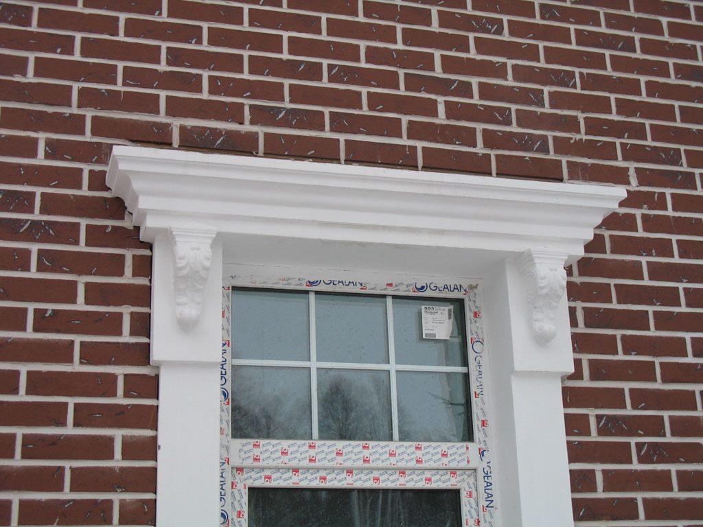 обрамление окон пенопластом на фасаде дома фото основном зима